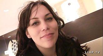 Petite amatrice brunette sodomisee et fistee grave